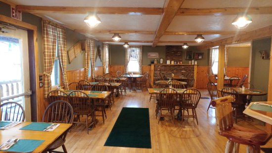 Eagle Bay, NY: The Toboggan Inn's Dining Room