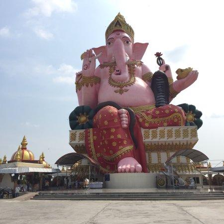 Chachoengsao, Thailand: Wat Phayakkha Intharam (Wat Chedi)