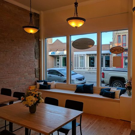 Fort Macleod, Canada: Inside view with Window seat