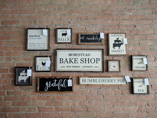 Fort Macleod, Kanada: Beautiful signs made locally for sale - Bumbleberry Farmhouse
