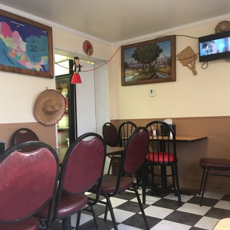 Nephi, UT: Small dining area