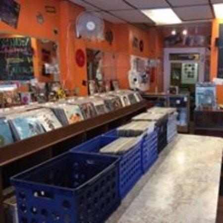Main Street Vinyl: Tons of vinyl