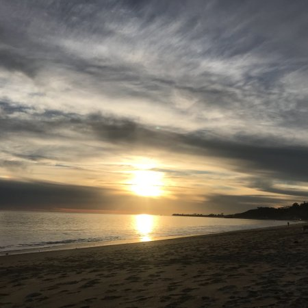 Malibú, CA: Public secret beach with awesome sunsets and calming waves!