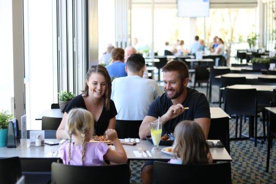 Dicky Beach, Австралия: Family dining
