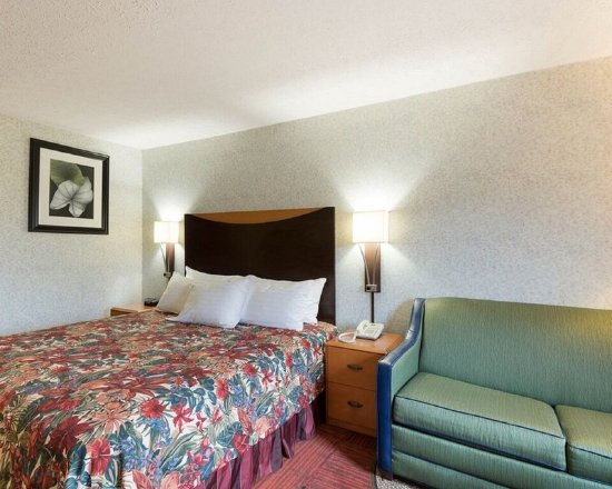 Williamstown, WV: Guest room