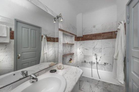 Aigialos Hotel: Guest room