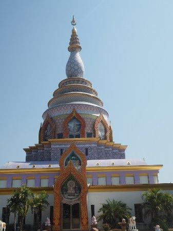 Mae Ai, Thailand: 歩いて仏塔にたどり着くと達成感がある。