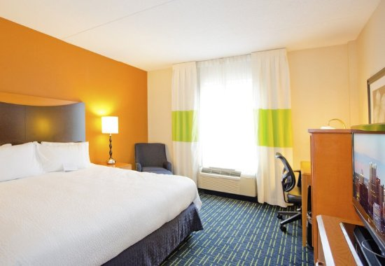 Fairfield Inn & Suites Pittsburgh New Stanton: Guest room