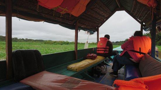 Lagunas, Peru: embarcados rumbo a la reserva