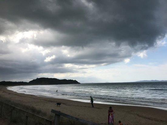 Taipa, New Zealand: Small waves to enjoy on a safe beach