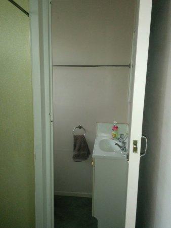 Otorohanga, Neuseeland: bathroom/shower area in the bungalow