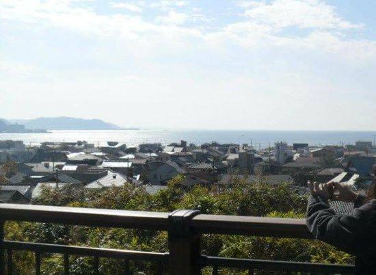 Hase-dera Temple: วิวตัวเมืองคามากุระและทะเลจากวัด