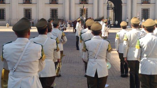 Centro Cultural Palacio de la Moneda y Plaza de la Ciudadania: troca da guarda
