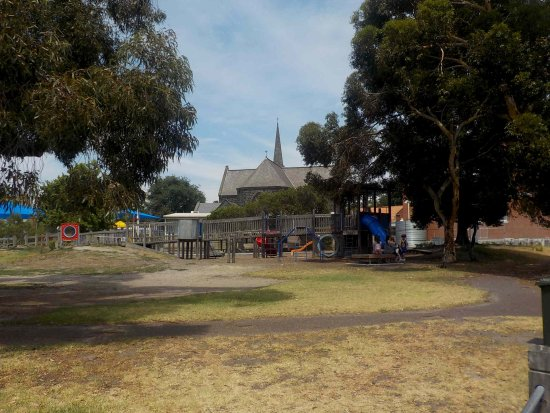 Williamstown, Australia: Playground next to school