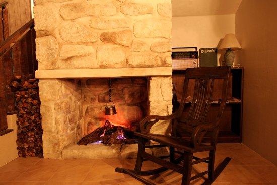 Vintage Bulgaria Restaurant & Bar: Fireplace