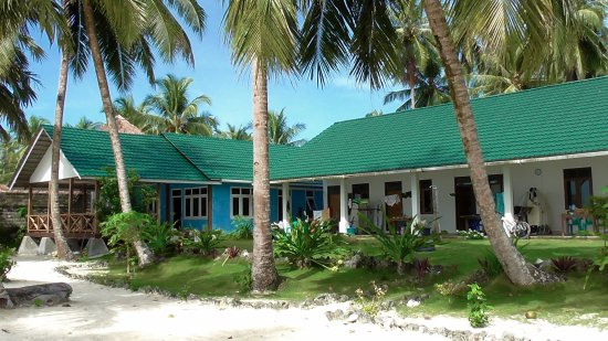 Mentawai Islands, Indonesia: Absolute beachfront location!