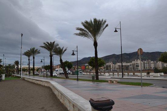 Royal Costa Hotel: набережная, пляж, Торремолинос