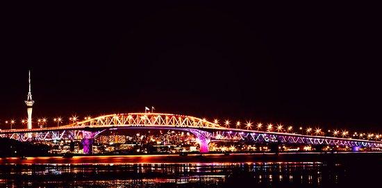 Pont du port d'Auckland : Bridge at night 2