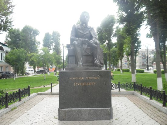 Южно-Сахалинск, Россия: pushkin statue