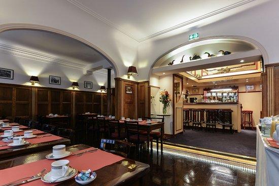 Hôtel du Pré - Breakfast room / Salle Petit-déjeuner
