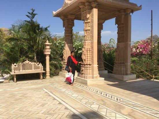 Jain Mandir Nashik: small mantapam before the entrance