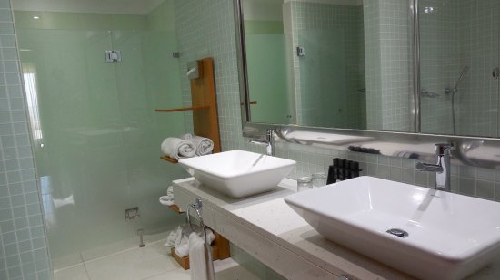Melia Madeira Mare Resort & Spa: Master suite bathroom