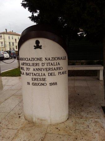 Nervesa della Battaglia, Italie : Monumento Artiglieri