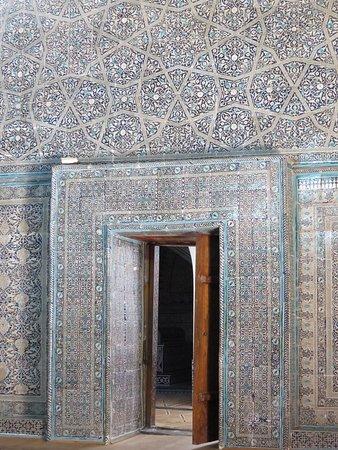 Pakhlavan Makhmud Mausoleum: 実物はもっと美しいブルーです