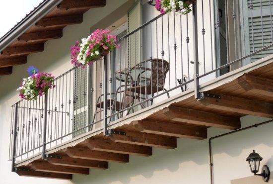 Trezzo Tinella, Italien: Balconcino privato con vista sulle vigne