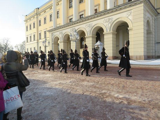 Vaktskifte: The start of changing the guard