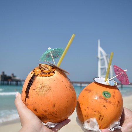 Dubai, Verenigde Arabische Emiraten: Enjoy a refreshing beverage as you soak in views of Burj Al Arab