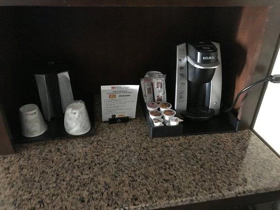 Hilton Garden Inn Tulsa Midtown: Coffee Maker in-room