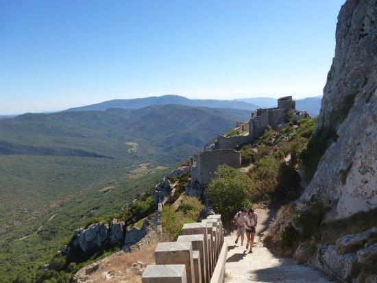 Duilhac-sous-Peyrepertuse, France : l'été à Peyrepertuse