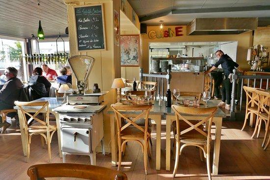 Restaurant la table de jeanne offene küche
