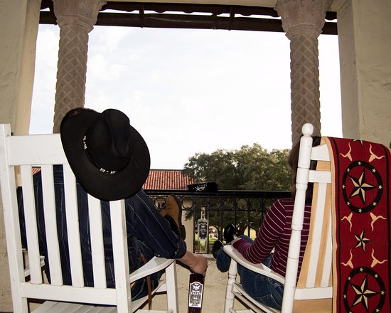 Universal City, Teksas: Sitting on the veranda after a long day sight seeing in San Antonio
