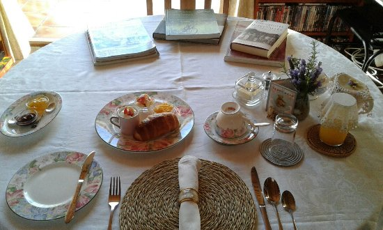 Fountain Place Single breakfast table setting & Single breakfast table setting - Picture of Fountain Place McGregor ...