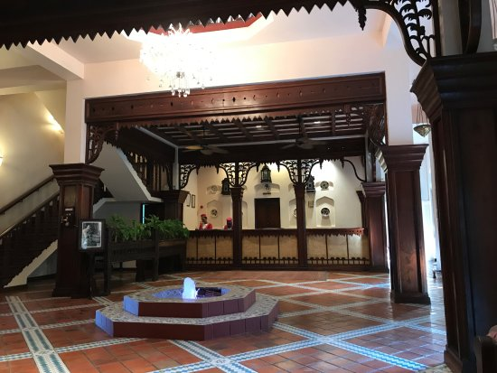 Zanzibar Serena Hotel : The Zanzibar Serena Inn hotel lobby