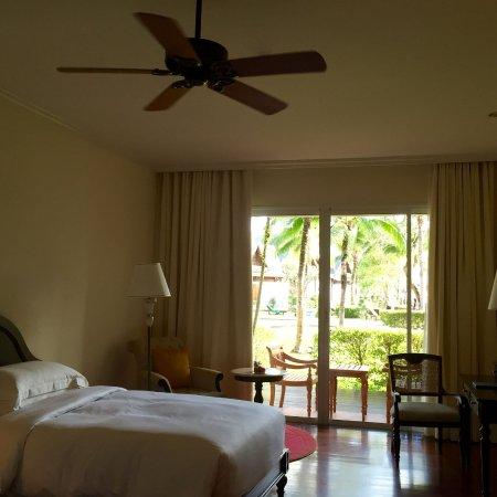 Sofitel Krabi Phokeethra Golf & Spa Resort: Room and Balcony
