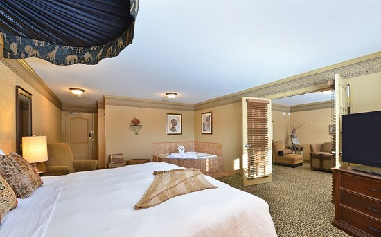 Best Western Plus Prestige Inn Radium Hot Springs: African Designer Suite