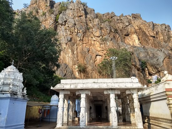 Hogenakkal, India: Kasi Viswanath shrine adjoining