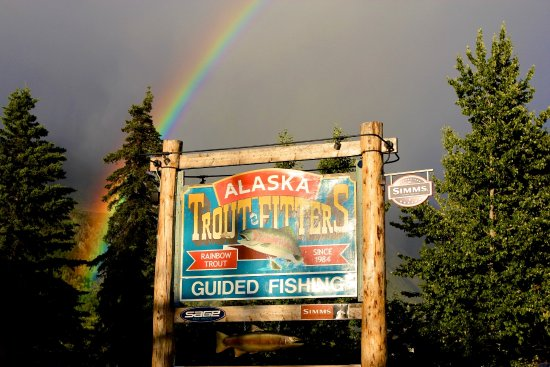 Cooper Landing, Аляска: Look For Our Sign In Front Of Our Fly Shop