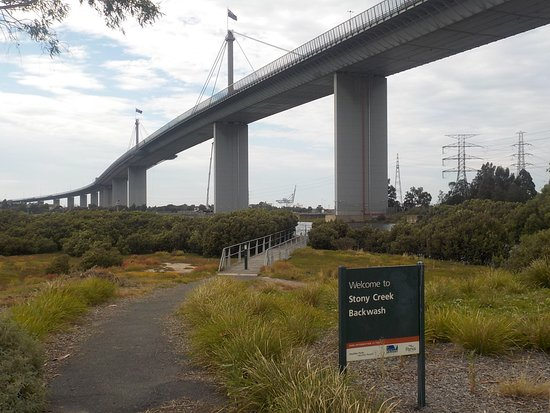 Yarraville, Australia: Cycle / Pedestrian path under bridge