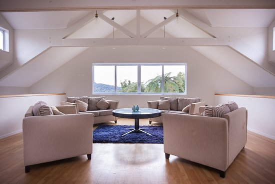Patuha Lodge: Mezzanine lounge retreat