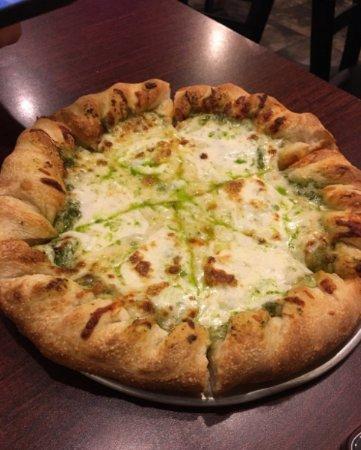 Coburg, Oregon: Pesto pie