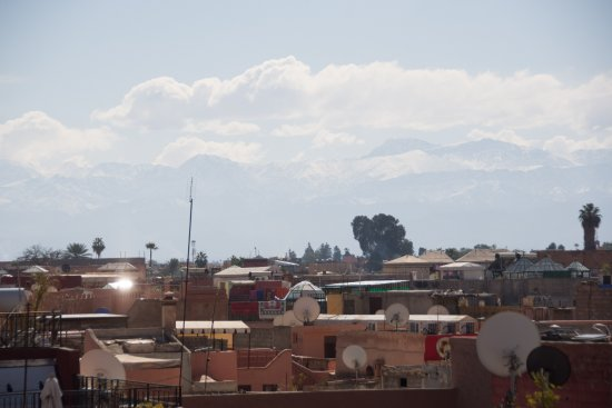 Riad Andalla : View of the Atlas Mountains from the roof