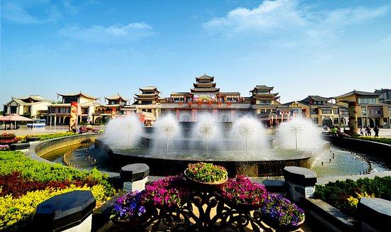 Jinan, China: 济南方特东方神画,要欢乐,去方特!