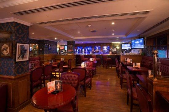 Arabian Courtyard Hotel & Spa: Bar/Lounge