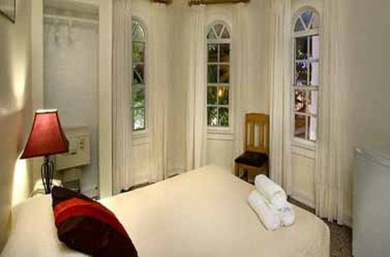 The Clay Hotel: Guest room