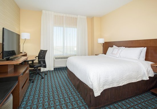 ‪‪Fairfield Inn & Suites by Marriott Burlington‬: Guest room‬