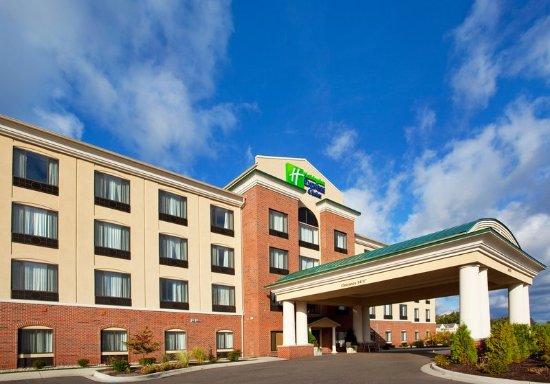 Holiday Inn Express Hotel & Suites Detroit-Utica: Exterior